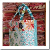 Fat Quarter Tote by Moda Bakeshop | Bag Tutorials Roundup | Frugal and Thriving